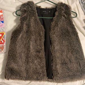 Aritzia x Talula Faux Fur Fuzzy Vest